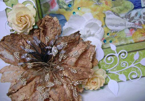 Vila Shadow Box brown flower close up