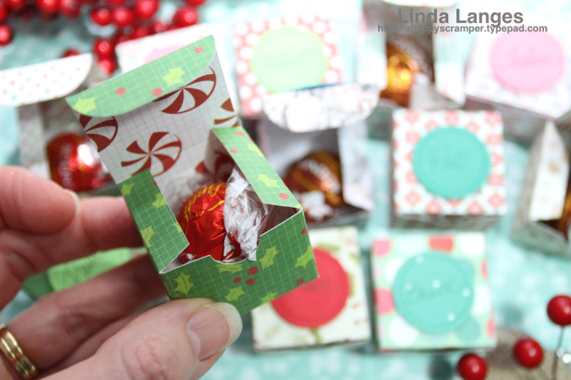 Place Card Gift Boxes-CU in hand